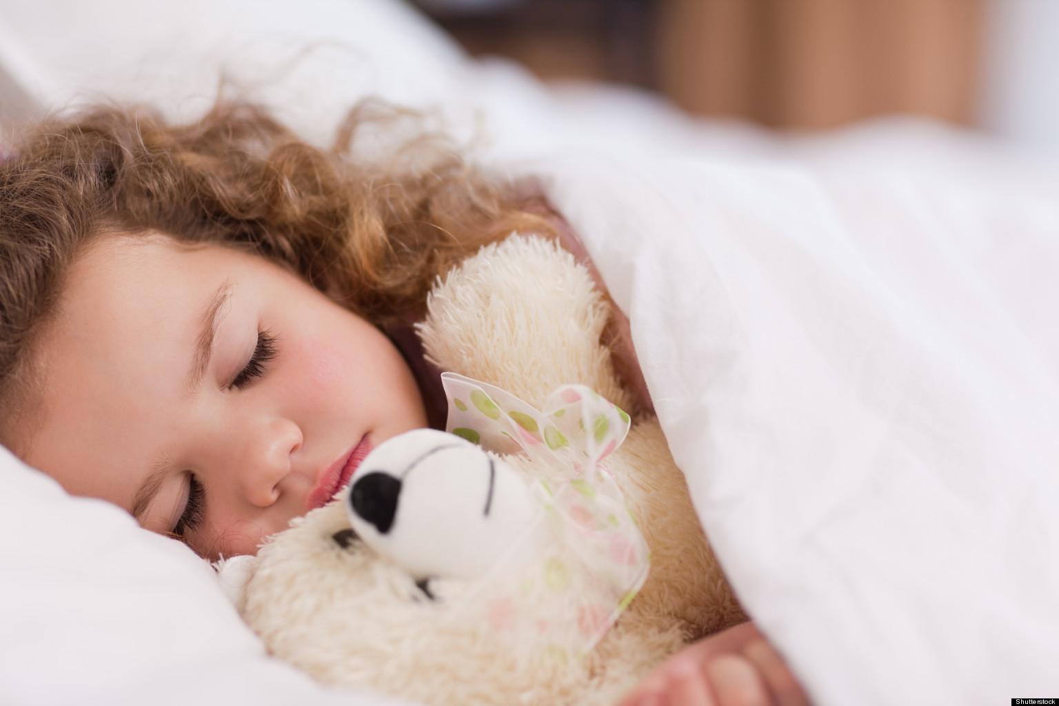 miegantis vaikas 2